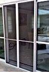A foto é de porta com tela mosquiteiro de correr. Confeccionados c/ perfil de alumínio,tela mosquiteiro para porta,porta com tela mosquiteira.As portas com tela mosquiteira de correr deixam de fora os insetos.Temos também as portas com telas mosquiteira, porta de correr de alumínio com tela mosquiteira. Tela mosquiteiro para porta. Confira: portas mosquiteiras Campinas,tela para janela mosquito, tela mosquiteira para apartamento, porta mosquiteira vai e vem, tela mosquiteira para porta de vidro.