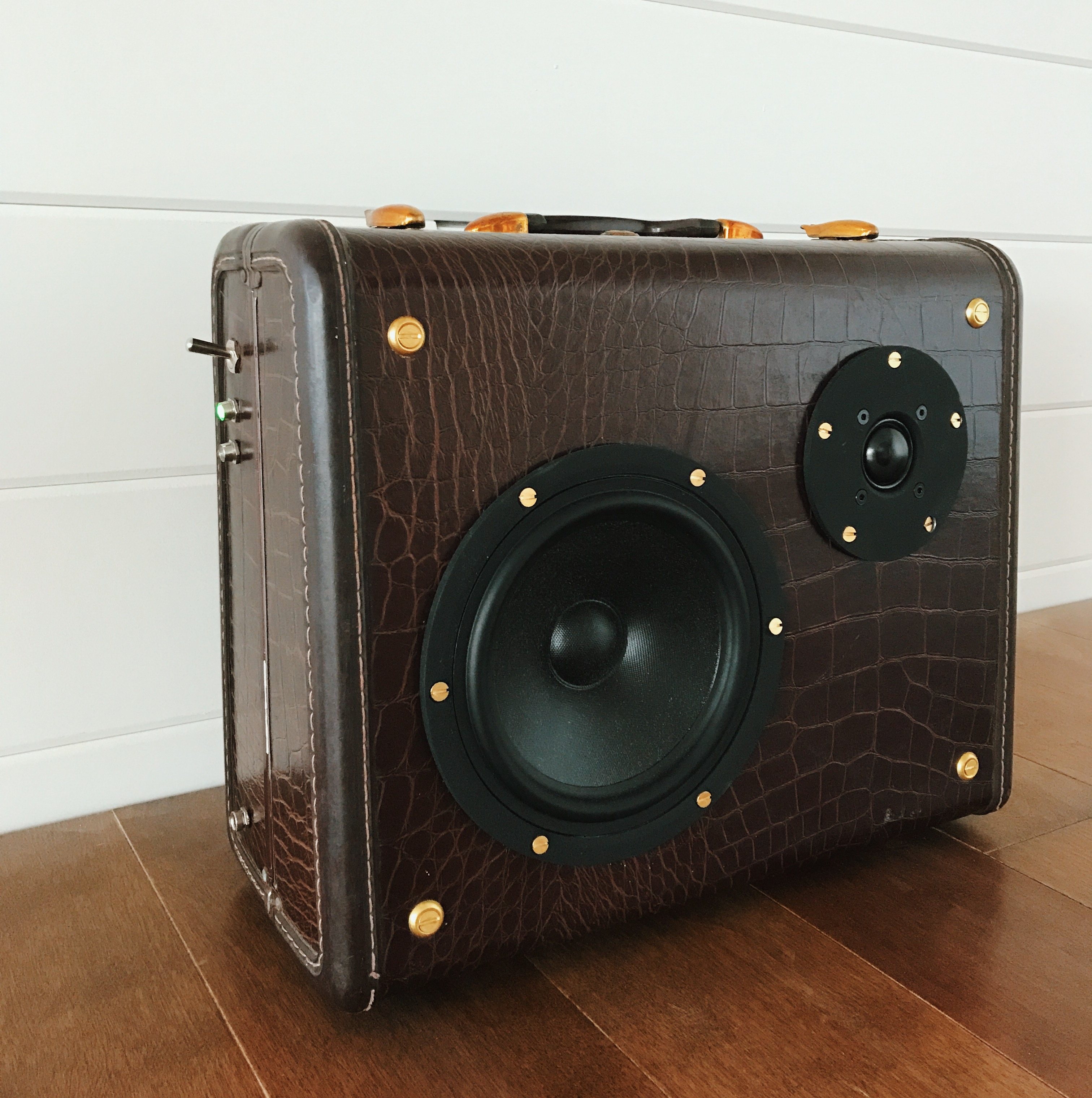Speakeasy No. 2 | Bluetooth suitcase
