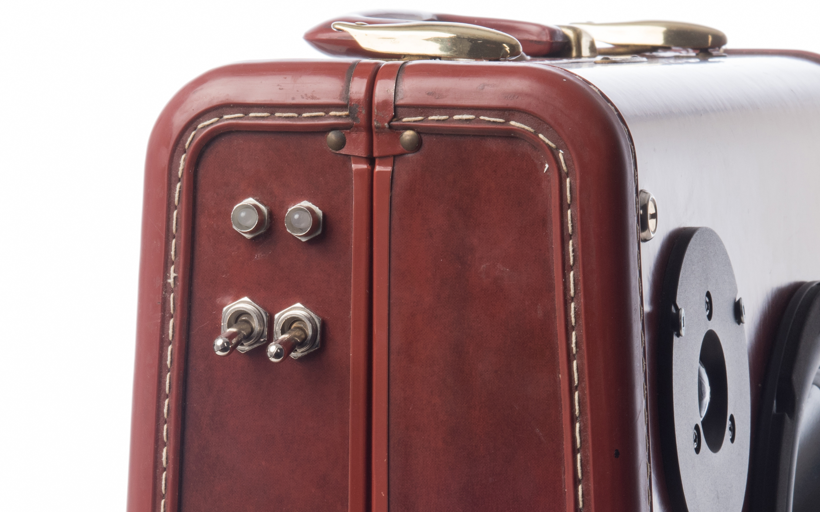 Speakeasy No. 1 | Bluetooth suitcase