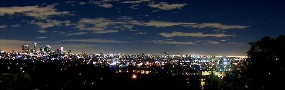 los-angeles-skyline-by-night-1447048.jpg