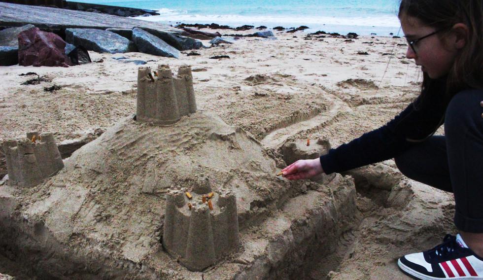Les enfants, la plage et les mégots