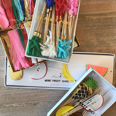 Decorative Tooth Picks & Garland Set