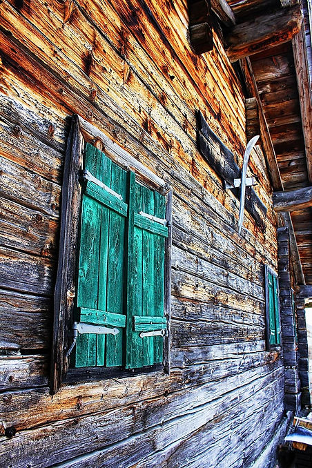 awood-window-hauswand-facade-old-house-w