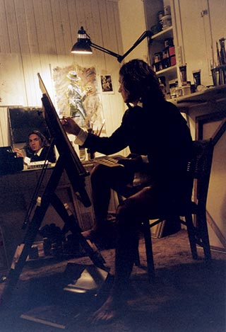 Fabian-Perez-painting-himself.jpg
