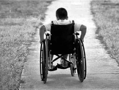 Prefeitura ignora criança com necessidades especiais, que precisa de transporte para fazer tratament