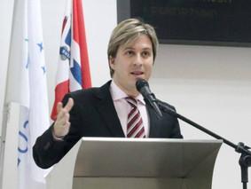 Lisandro propõe padronização das fiações em postes de energia de Suzano