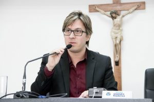 Vítima de fake news, Lisandro vai processar autores