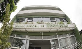 Novo caso de negligência: Prefeitura exige que servidora da Educação, que pertence ao grupo de risco