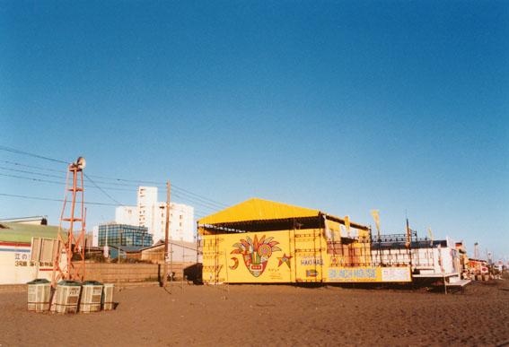 黄色い海の家