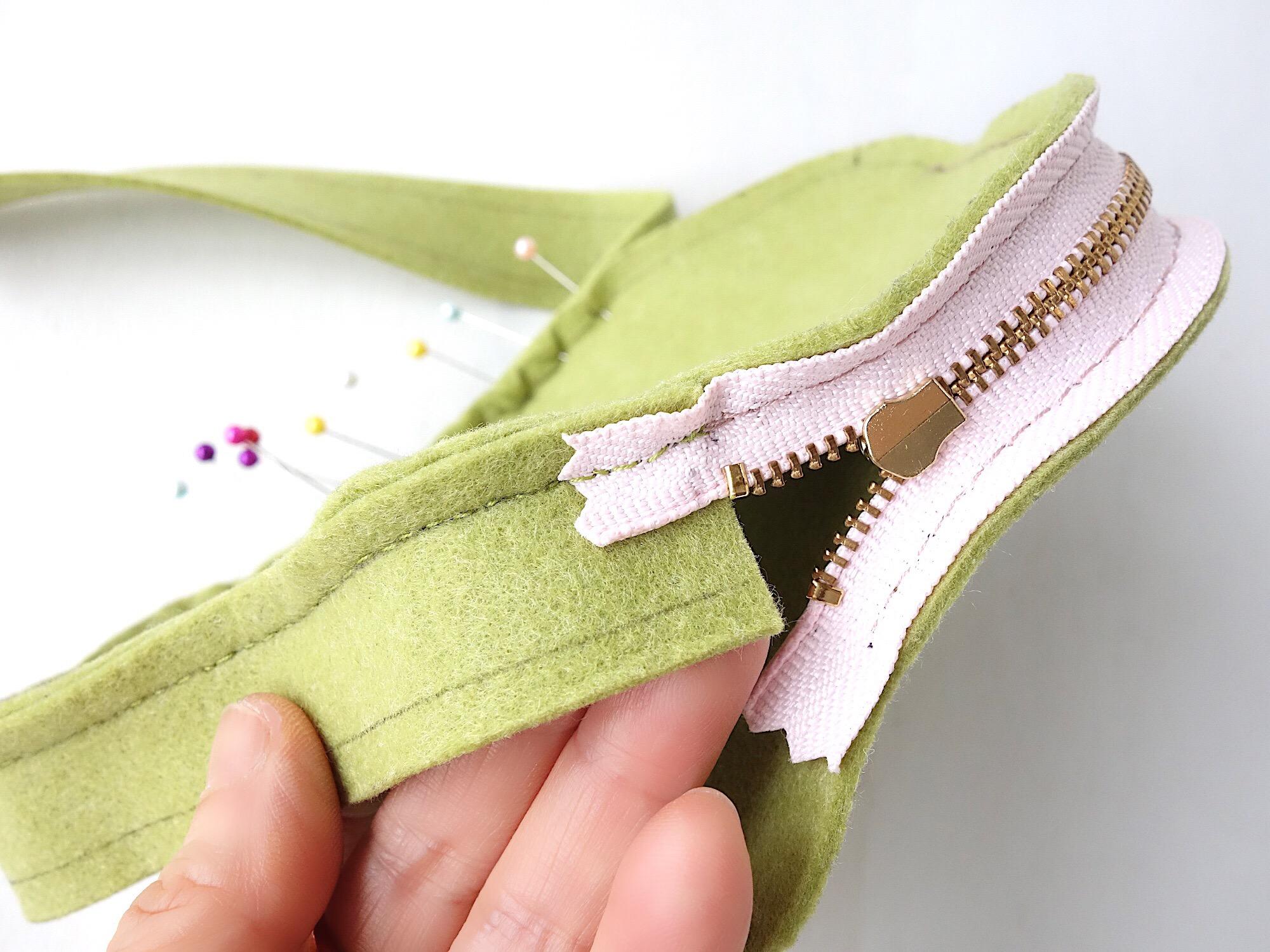 ファスナーとマチを手縫い