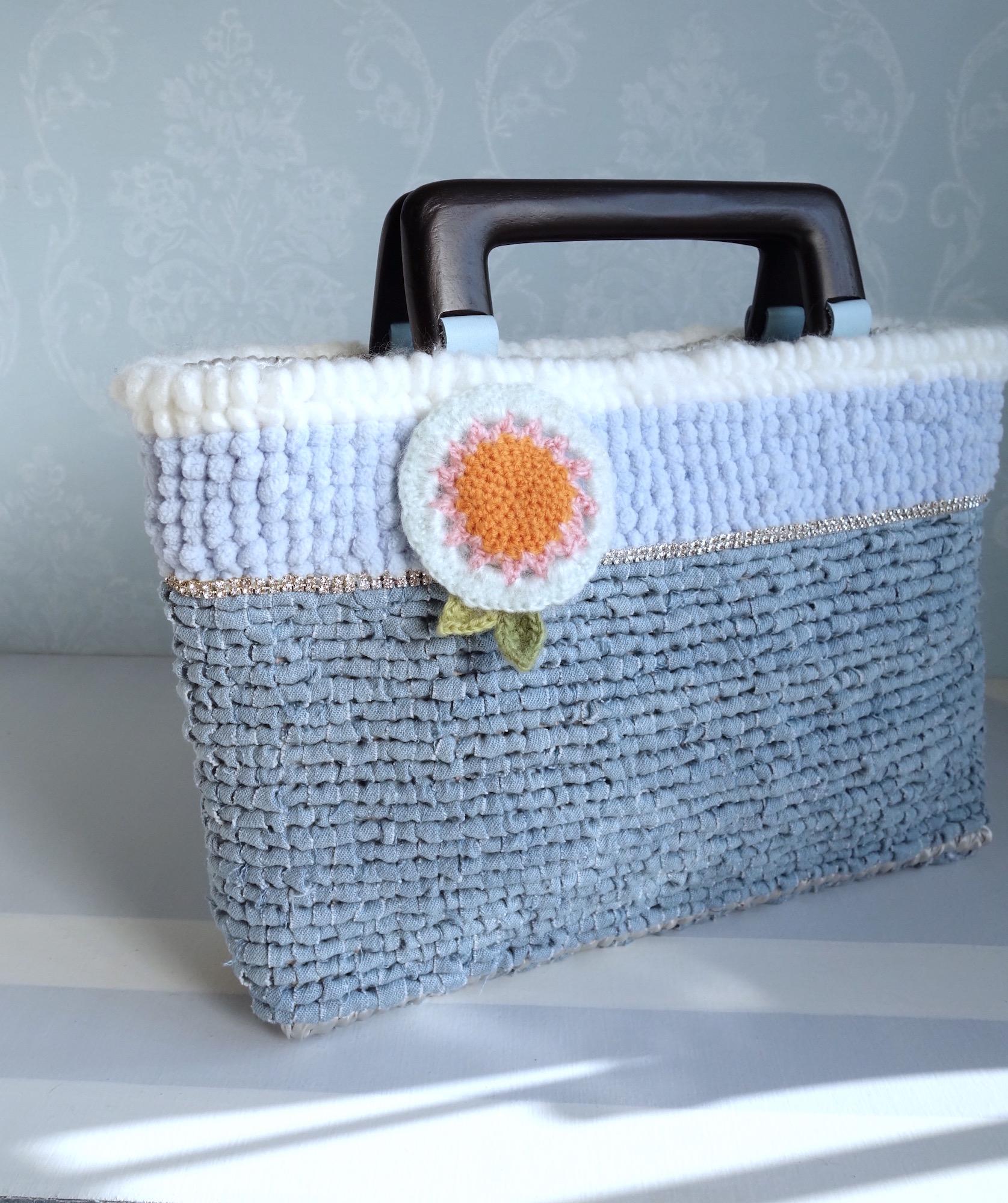 編み物のブローチを…