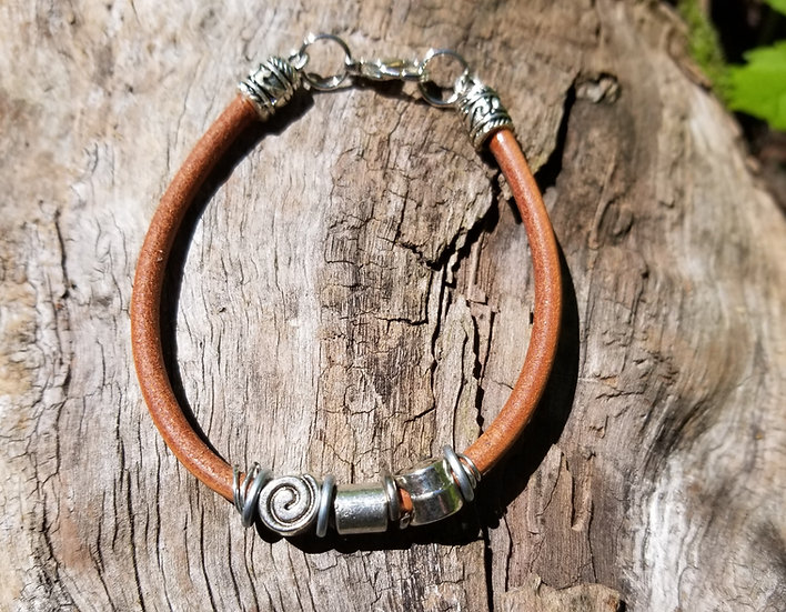 Thin leather bracelet with charms