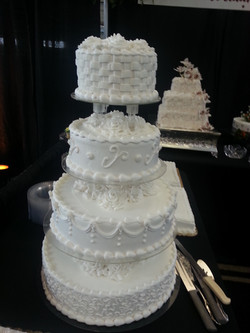 4 tier wedding cake2