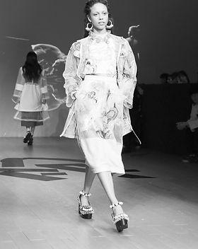 fashion-week_t20_3wypbA_edited.jpg