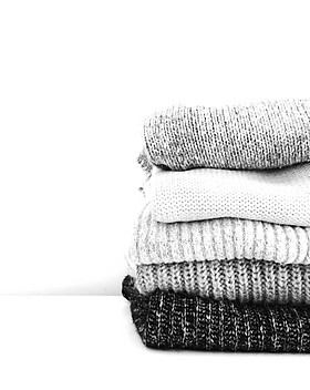 stack-of-sweaters-neatly-folded_t20_kngo