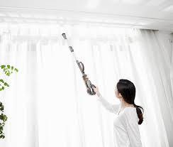 Làm thế nào để làm sạch rèm cửa của bạn mà không cần tháo chúng xuống?