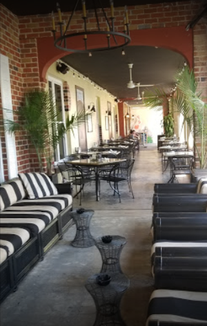 Vintage hotel offers drinks and food with outdoor seating.