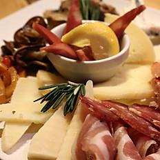 Piatto misto di affettati e formaggi