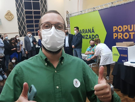 Filipe Barros é o único deputado presente no início da vacinação contra COVID-19 no Paraná