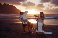 flitterwochen afterwedding strand shooting champagner feiern