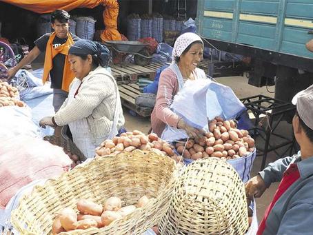 Comerciantes compran hortalizas que llegan de contrabando 'a pedido'