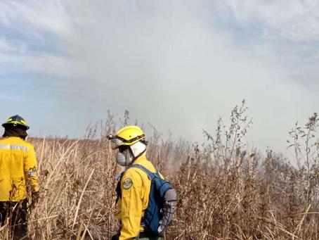 Incendio en ANMI San Matías está bajo control, pero demorará unos días apagar el fuego