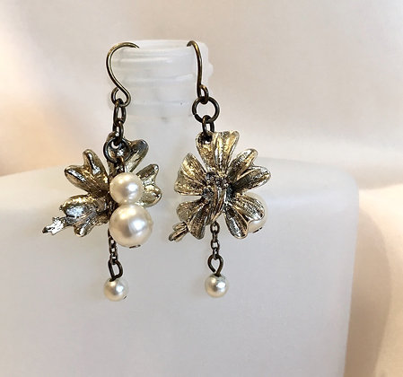 Vintage Flower & Faux Pearl Earrings