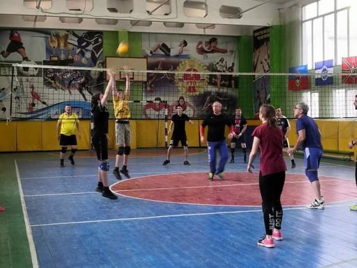 Товарищеские игры по волейболу ко Дню космонавтики прошли в Лунево