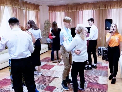 В Солнечногорске волонтеры провели акцию ко Дню белой трости