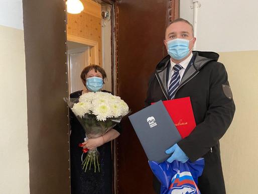 Единороссы Солнечногорска поздравили с юбилеем старейшего члена Партии