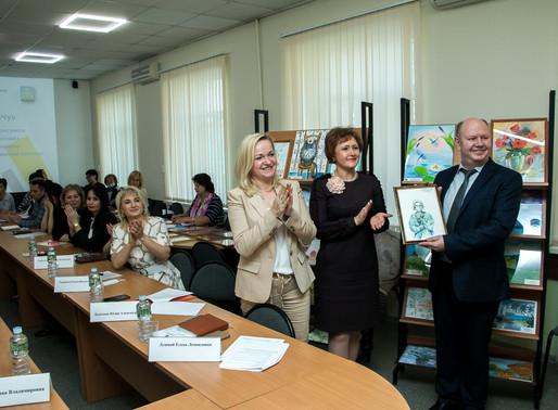 58 рисунков школьников Солнечногорска украсят стены станций скорой помощи