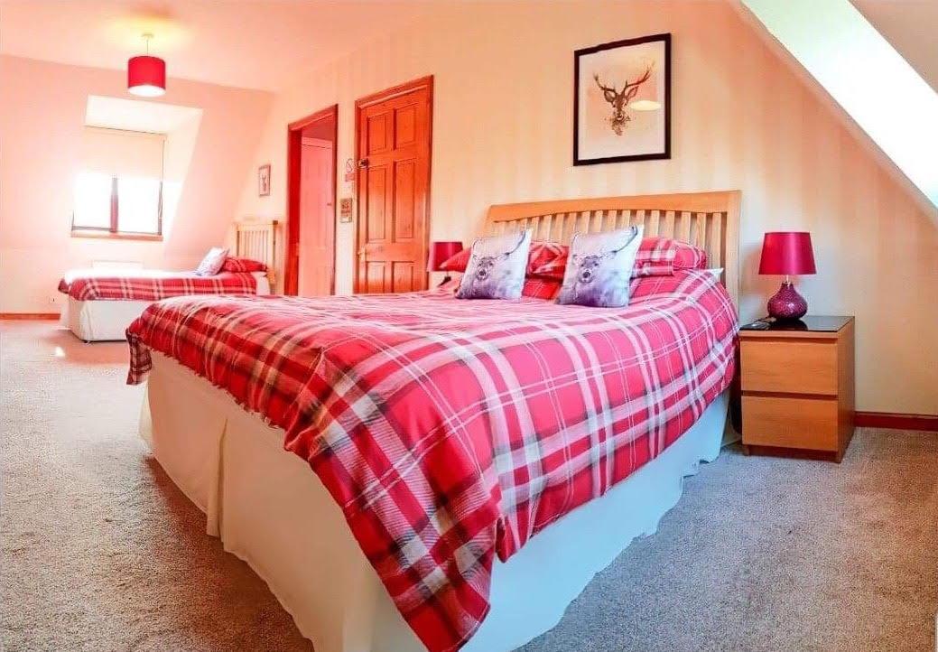 Loch Sheil Room