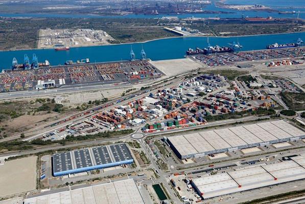 Entrepôts, terminal multimodal de Fos sur Mer