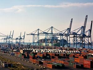 Port de Fos sur Mer, conteneurs, logistique portuaire, port de Marseille, GPMM,Grand Port Maritime de Marseille, suivi imports, stockage, tractions de containers, multimodal