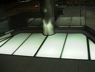 新中之島三井ビルディング 埋設 ライン照明