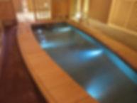 芦湯 船型足湯 水中照明
