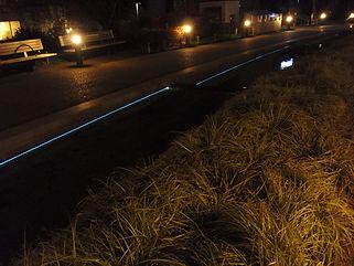 ミッドタウン 遊歩道 水中ライン照明