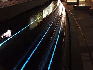 ミッドタウン 中央広場 水中ライン照明