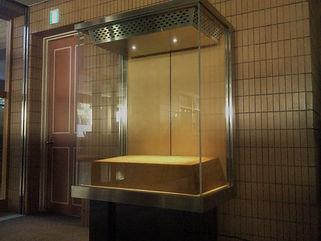 慶応大学三田キャンパス スポット ショーケース照明