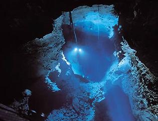 龍泉洞 地底湖 スポット ショーケース 照明