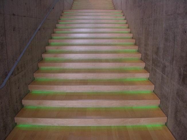 地中美術館階段