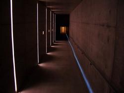 地中美術館通路
