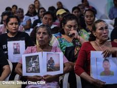 Daniel Cima para CIDH, 2015  Familiares de personas desaparecidas se reúnen con una delegación de la CIDH en Iguala, México, para dar sus testimonios.  Exhibición permanente. Colección CIDH.