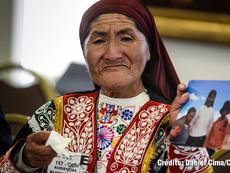 Daniel Cima para CIDH, 2016  Lideresa en audiencia de la CIDH sobre derechos humanos de pueblos indígenas y comunidades campesinas en Espinar, Cusco, Perú. 157 Período de Sesiones.  Exhibición permanente. Colección CIDH.