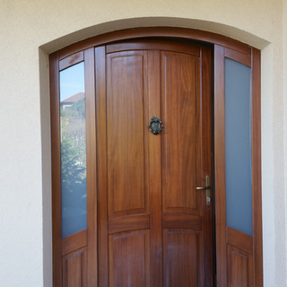 Uşă lemn masiv de exterior