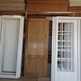 Uşi lemn masiv showroom