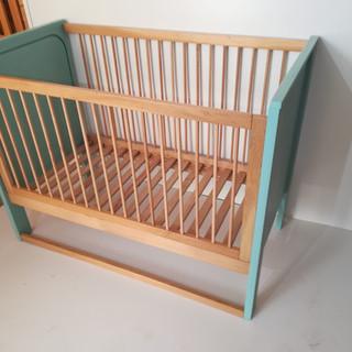 Pătuţ din lemn cu laterală glisantă