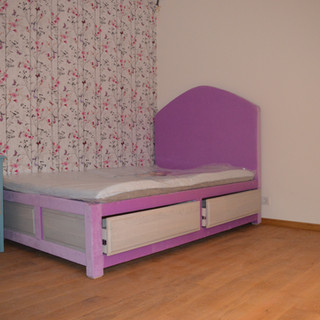 Corpuri lemn masiv cameră copil