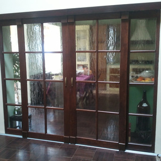 Usă lemn masiv cu geam glisantă de interior