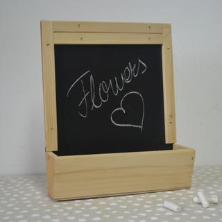Cutie lemn ingustă cu tablă de scris